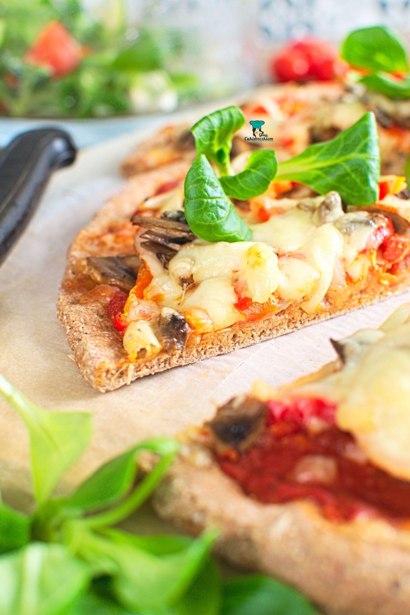 Pizza orkiszowa na cienkim spodzie