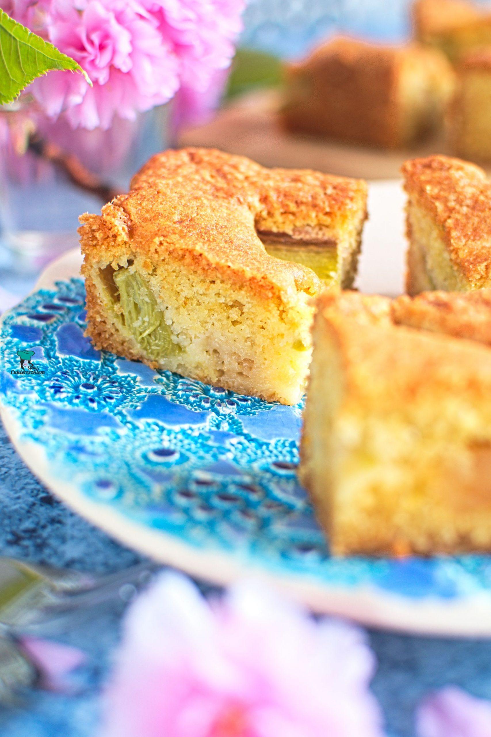 Cytrusowe ciasto z rabarbarem i marcepanem