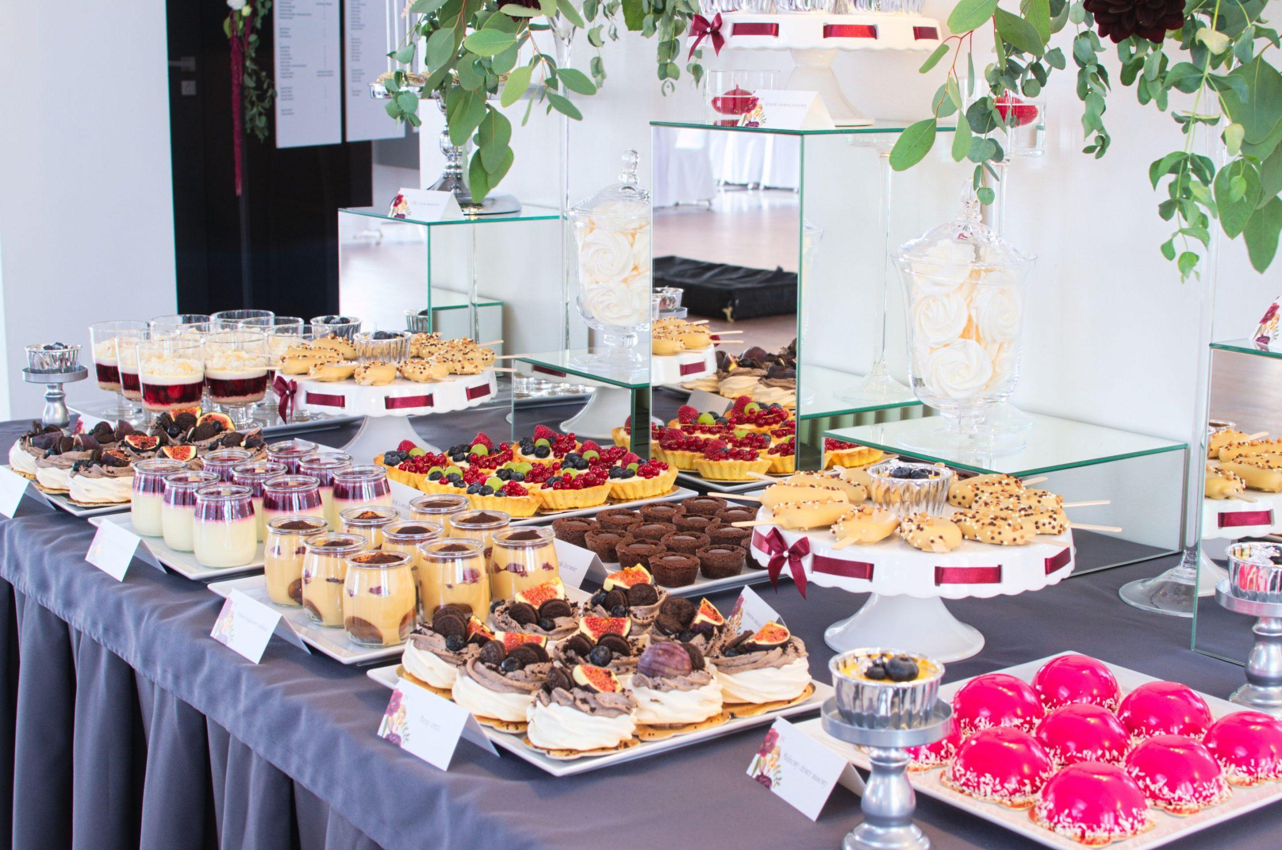 Słodki stół przygotowany na wesele Angeli i Przemka