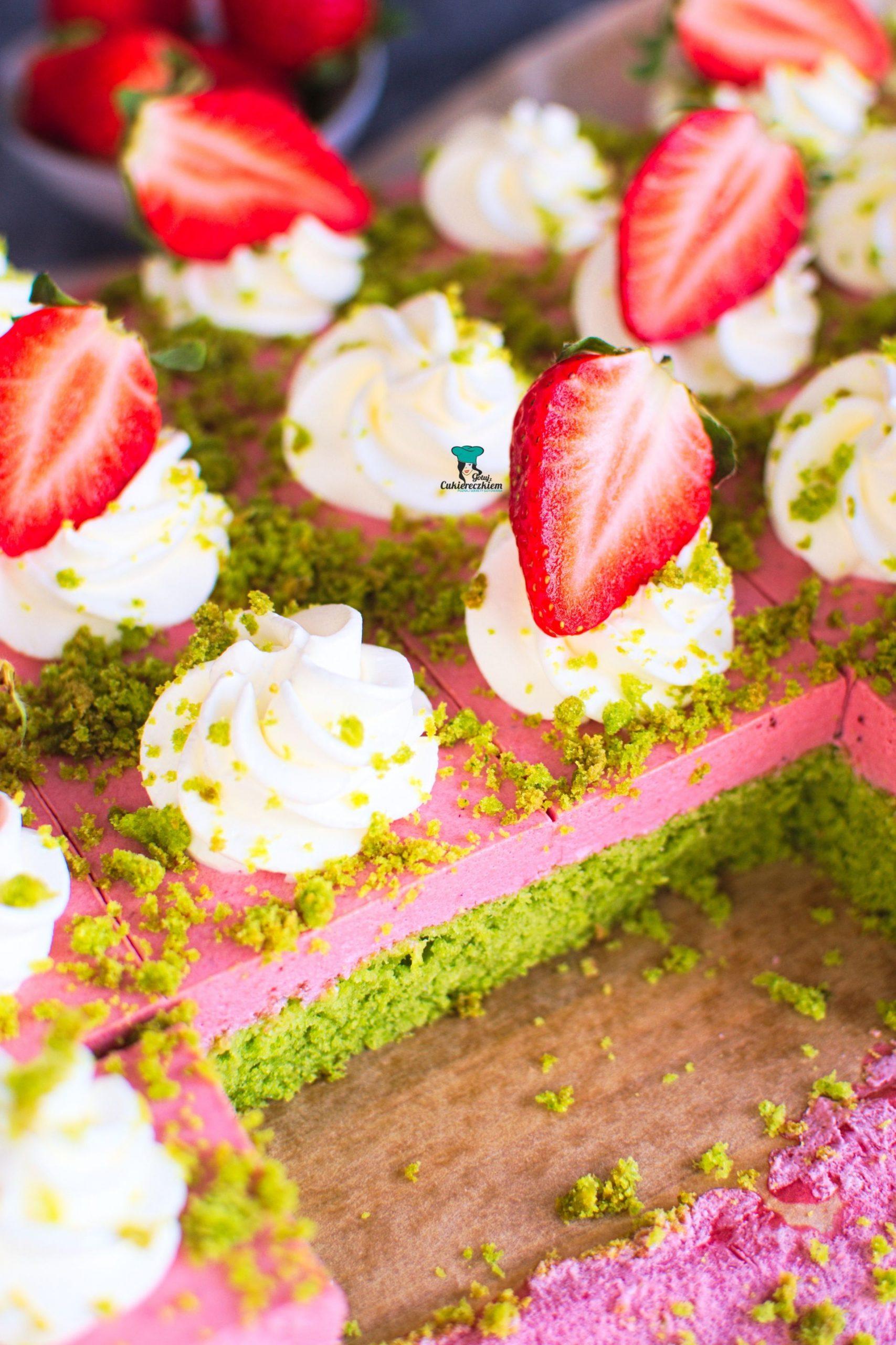Ciasto kostka szpinakowo-truskawkowa