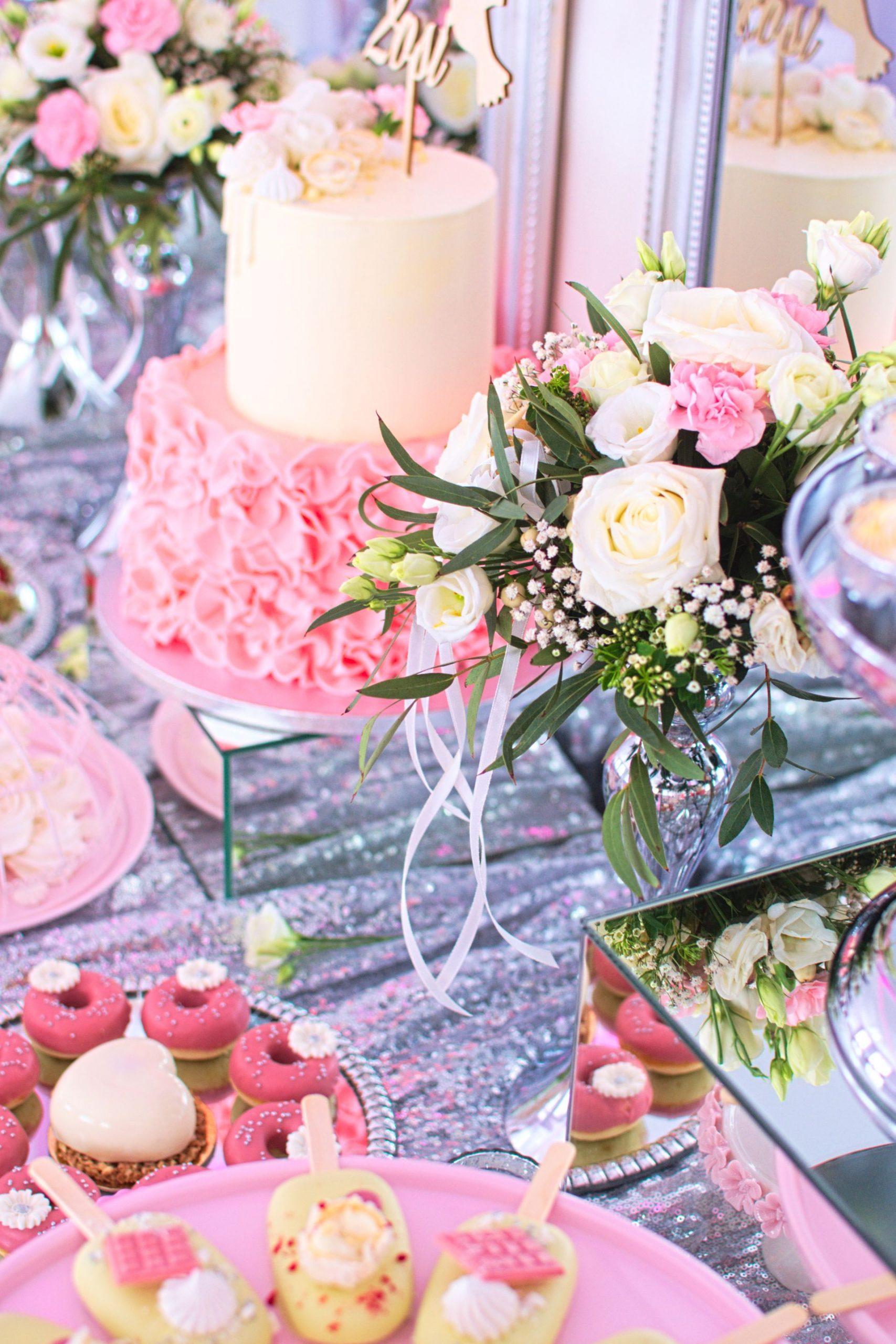 Słodki stół przygotowany na chrzciny Zosi