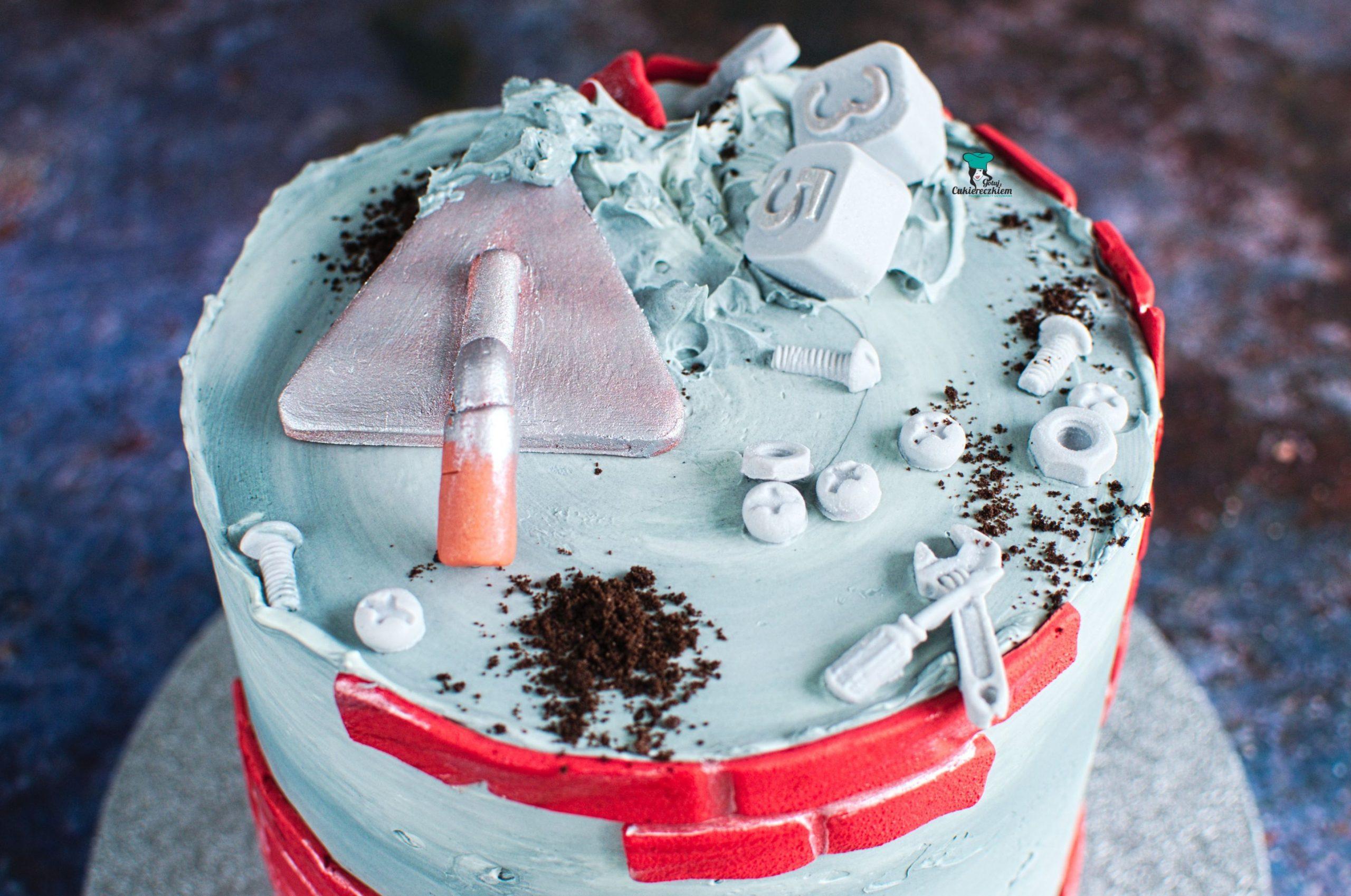 Tort dla budowlańca (śmietankowo-truskawkowy)