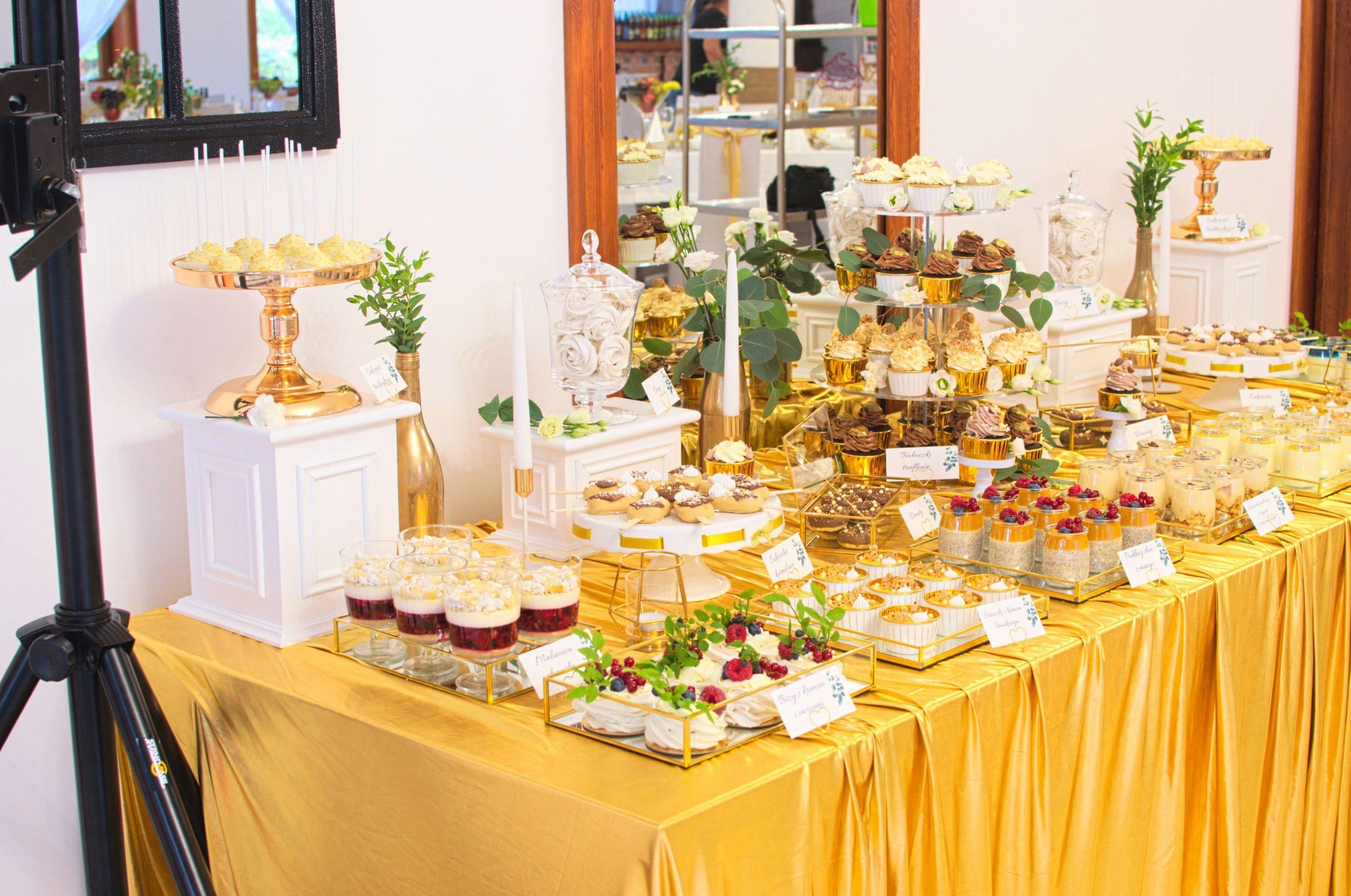 Słodki stół przygotowany na wesele Karoliny i Krystiana