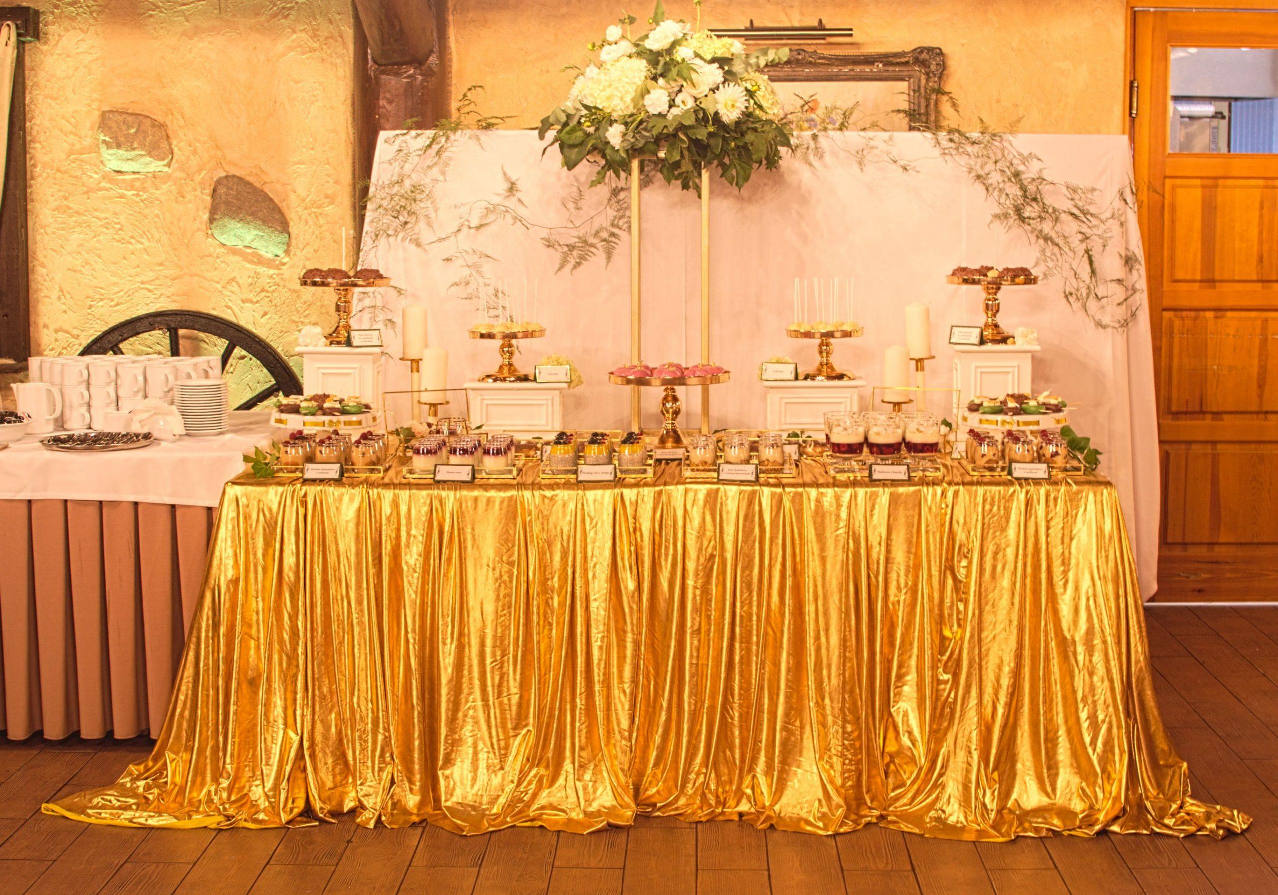 Słodki stół przygotowany na wesele Klaudii i Jana