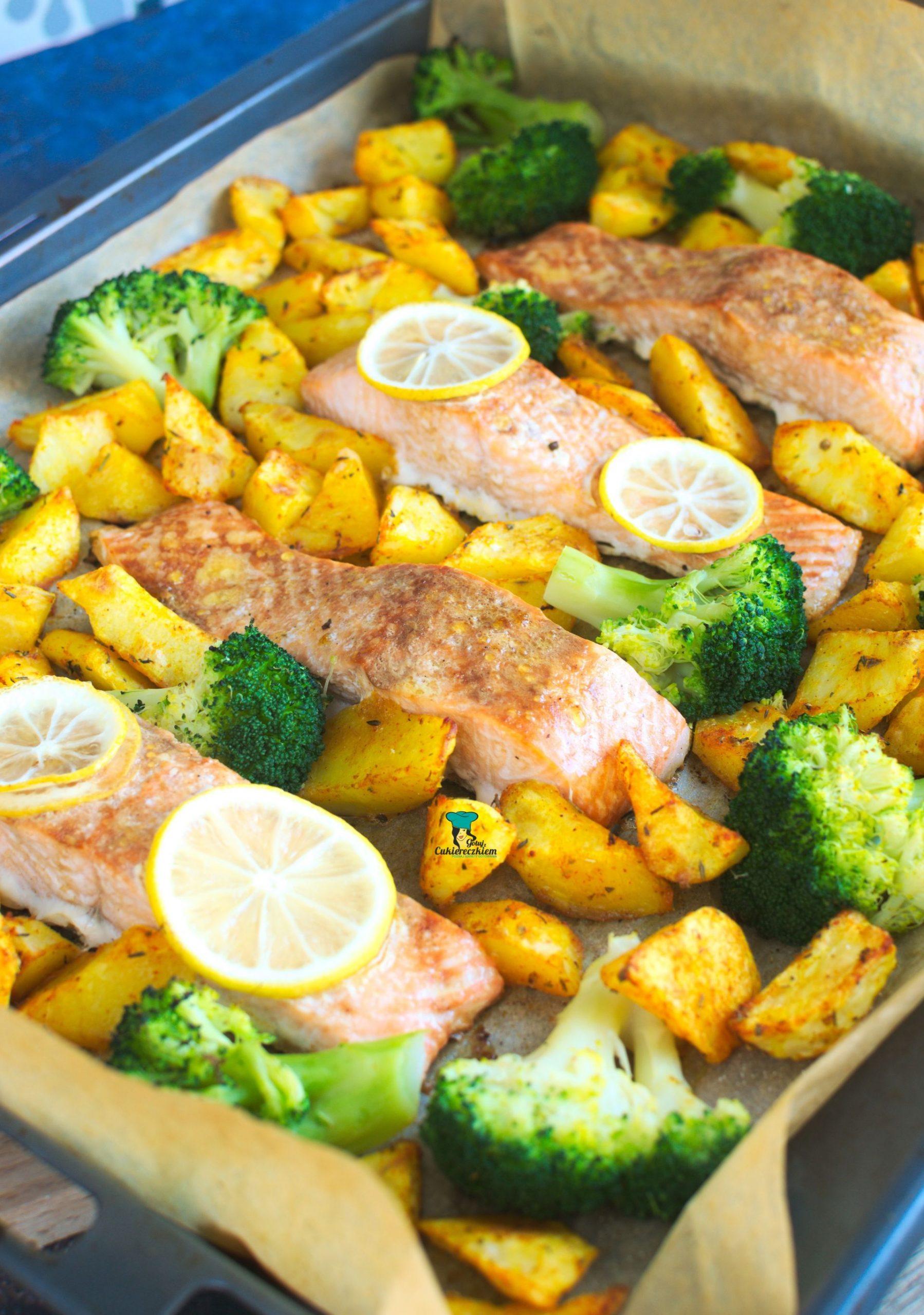 Łosoś cytrynowy pieczony z ziemniakami i brokułem
